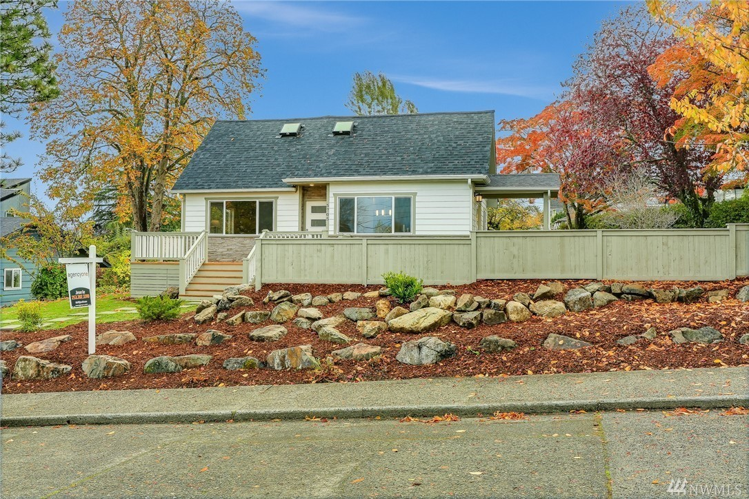 5705 S Dawson St, Seattle, WA 98118 - 5 beds/3 baths