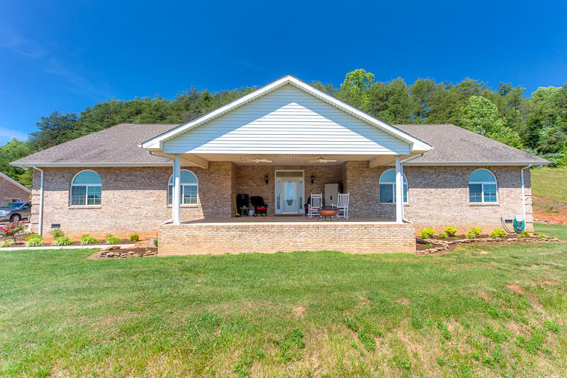 10411 rather rd knoxville tn 37931 mls 988498 redfin for Kitchen 911 knoxville tn