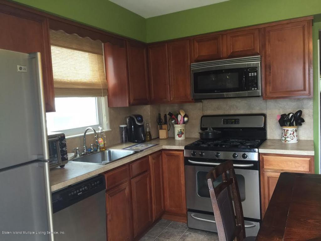 Kitchen Cabinets Staten Island 70 Robinson Ave Staten Island Ny 10312 Mls 1105306 Redfin