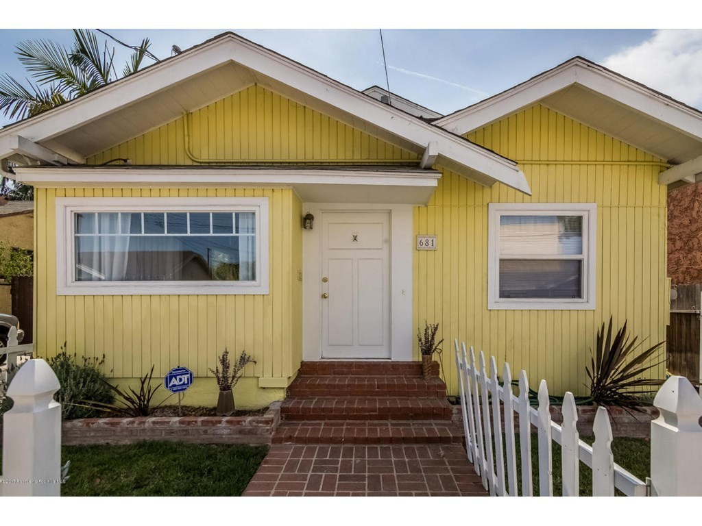 681 mira mar ave long beach ca 90814 mls 817000824 for Kitchen cabinets 90808