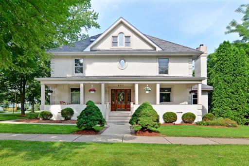 Front porch alert – a Hinsdale classic