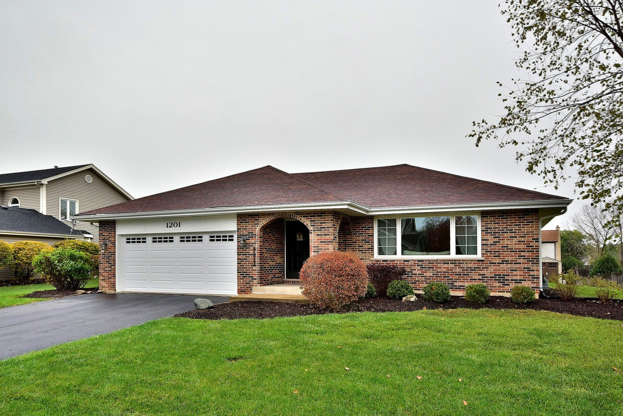 1201 tracie dr lake zurich il 60047 mls 09836436 redfin for Hardwood floors lake zurich