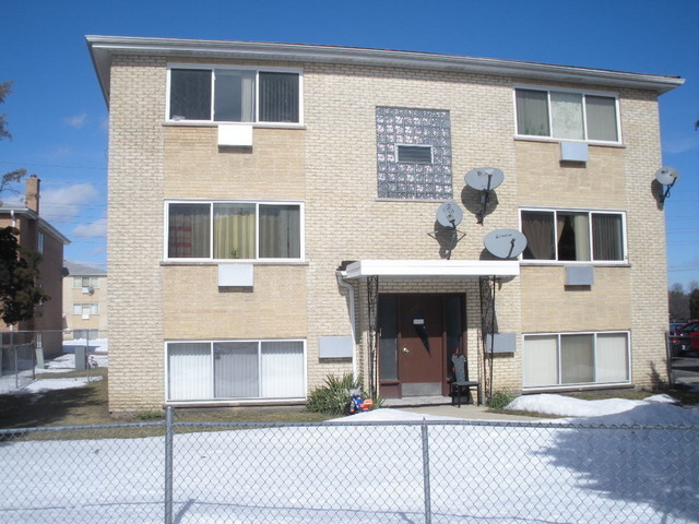 mobile homes for rent in des plaines il with 13681264 on Yd94k6t additionally Vmw7nlf as well Apartments in addition 8925r61 also 1412 Orchard Str Des Plaines Il 60018 MLS 10103901.